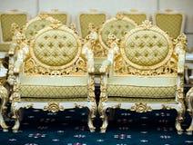 Luxuxstühle im Aufnahmeraum Stockfoto