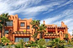 Luxuxwohnungen und Gärten auf Verfeinerung in Spanien Lizenzfreie Stockbilder