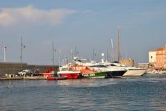 Luxuxyacht im Kanal des Heiligen-tropez Lizenzfreie Stockbilder