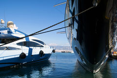Luxuxyachten im Jachthafen lizenzfreies stockfoto
