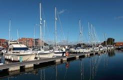Luxuxyachten im Weymouth Hafen in Dorset Stockbilder