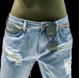 Luz à moda - calças de ganga com acessórios e os óculos de sol chain o Imagens de Stock Royalty Free