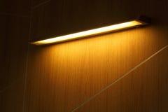 Luz ámbar del tubo de neón Fotografía de archivo