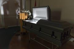 Luz abandonada do caixão da agência funerária fotografia de stock royalty free