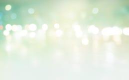 Luz abstracta del fondo en la calle, falta de definición en colores pastel Imagen de archivo libre de regalías