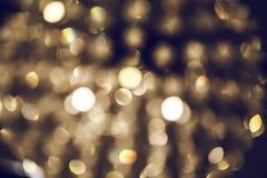 Luz abstrata borrada da lâmpada luxuosa na noite para o fundo do partido ou da celebração Fotografia de Stock