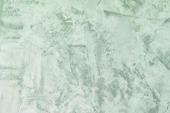 Luz abstrata - fundo verde Textura da parede emplastrada desigual Massa de vidraceiro com manchas e aspereza A base para foto de stock