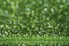 Luz abstrata - perspectiv efervescente verde da parede e do assoalho do brilho imagem de stock