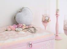 Luz - acessórios cor-de-rosa do casamento Imagens de Stock Royalty Free