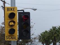 Luz amarela para ciclistas Fotografia de Stock Royalty Free
