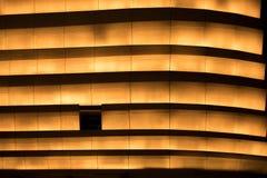 Luz anaranjada en la noche en la pared Foto de archivo libre de regalías