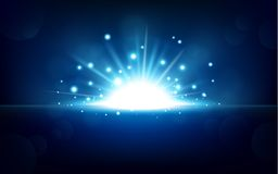 Luz azul brillante que sube del horizonte negro Imágenes de archivo libres de regalías