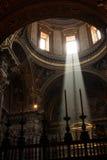 Luz bonita dentro da igreja Imagens de Stock Royalty Free