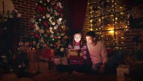 Luz brillante de la caja Regalo de la Navidad almacen de video