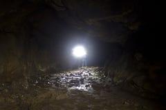 Luz brillante dentro de Lava Tube Cave Lighting Floor Imagen de archivo libre de regalías