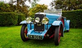 Luz - carro de esportes azul do vintage imagem de stock royalty free