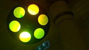 Luz coloreada del disco que riela almacen de video