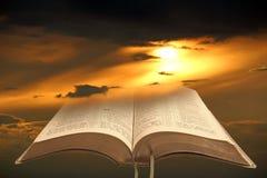 Luz da Bíblia para a humanidade Fotos de Stock Royalty Free