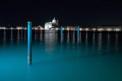 A luz da exposição longa de Veneza na noite. imagem de stock