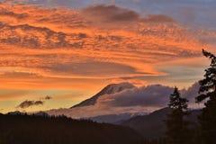 Luz da montanha da noite Imagem de Stock Royalty Free