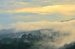 Luz da montanha da nuvem Foto de Stock Royalty Free