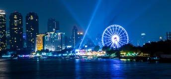 Luz da noite da cidade de Banguecoque fotografia de stock