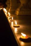 Luz da vela do brun da fileira Imagem de Stock Royalty Free
