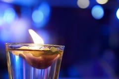 Luz da vela no vidro para a decoração foto de stock royalty free