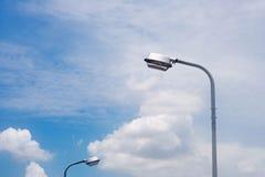 Luz de calle contra Foto de archivo