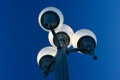 Luz de calle de la ciudad polarizada Fotos de archivo libres de regalías