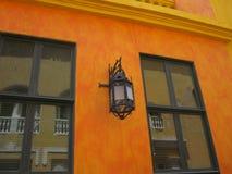 Luz de calle en Cartagena, Columbia Fotos de archivo libres de regalías