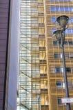 Luz de calle, escalera y fachada Imagen de archivo libre de regalías