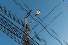 luz de calle, polo eléctrico del proyector Fotografía de archivo libre de regalías