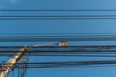 luz de calle, polo eléctrico del proyector Imagen de archivo