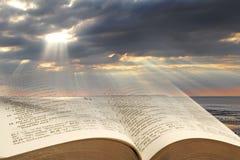 Luz de la biblia para la humanidad imágenes de archivo libres de regalías