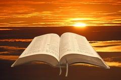 Luz de la biblia para la humanidad fotografía de archivo