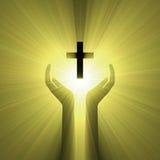 Luz de la cruz de dios del abrazo de la mano Fotos de archivo