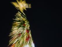 Luz de la explosión del enfoque del árbol de navidad Imagen de archivo