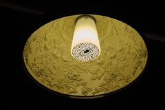 Luz de la lámpara en un restaurante Imágenes de archivo libres de regalías