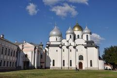 Luz de la mañana en el santo Sophia Cathedral en el Kremlin de gran Novgorod Imágenes de archivo libres de regalías