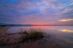 Luz de la mañana la reserva de agua Imagen de archivo libre de regalías