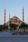 Luz de la madrugada en Sultan Ahmet Camii Imágenes de archivo libres de regalías