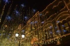Luz de la Navidad en Moscú, calle de Nikolskaya Imagen de archivo