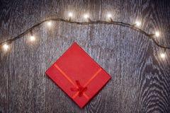Luz de la Navidad y caja de regalo Imagen de archivo libre de regalías