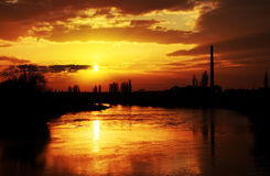 Luz de la puesta del sol sobre el río de Mures Imagen de archivo