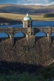 Luz de la tarde de Craig Goch Dam y del depósito, otoño de la caída Foto de archivo