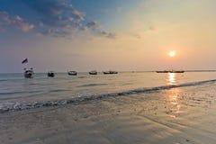 Luz de la tarde en el cielo del claro de la playa Fotos de archivo