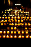 Luz de la vela en una iglesia Fotografía de archivo