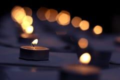 Luz de las velas encendidas Fotografía de archivo libre de regalías