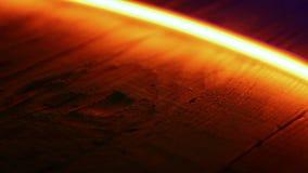 Luz de néon vermelha dourada no fundo de madeira vídeos de arquivo
